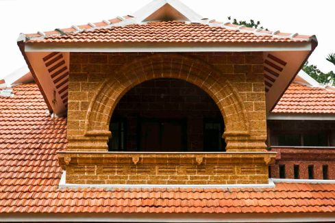 04 balcony with laterite arch