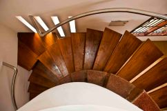 09 cantilevered staircase